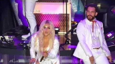 Kesha - Dinosaur (The Forum, Los Angeles CA 6 8 18)