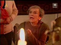 Babka Kiepska podczas modlitwy