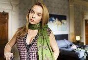 Villanelle wearing eve's scarf 2x03