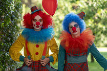 3x02-1 Villanelle Felix clown