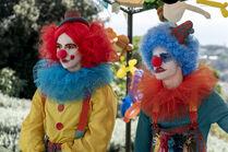 3x02-5 Villanelle Felix clown