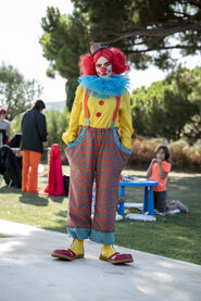 3x02-3 Villanelle clown