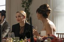 3x01-9 Villanelle Maria wedding