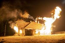 3x05-43 House explodes