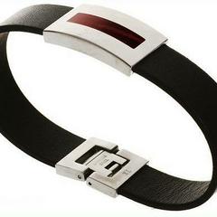 Super pulsera: Esta pulsera sirve para dejar paralizado a al oponente de solo rosarlo con esta pulsera