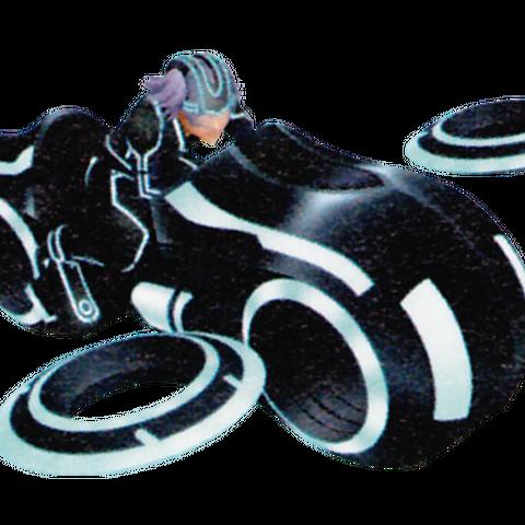 Riku montado en una Moto de Luz.