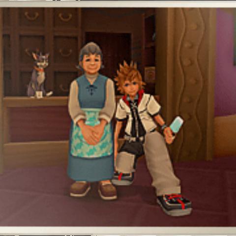 La foto de la dueña de la tienda y de Roxas
