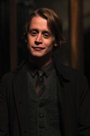 Macaulay-culkin-as-andrew-cross
