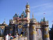 800px-Disneylandcastle