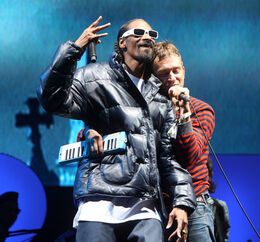 Damon Albarn Snoop Lion Glastonbury Music LGgT0dPmQYUl