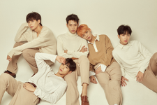 KNK Lonely Night group teaser photo 2