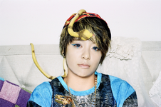 F(x) Amber Electric Shock promotional photo 3