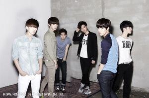 Imagen promocional de EXO-K para 'Mama'