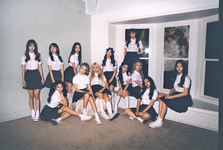 LOONA Favorite group promo photo