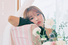 OH MY GIRL YooA Remember Me promo photo (4)