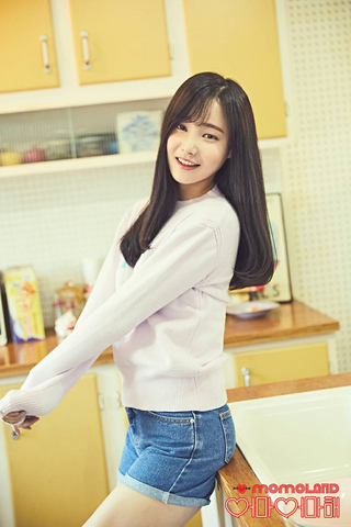 File:Momoland Yeonwoo Wonderful Love photo.png