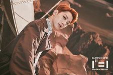Wanna One Lai Kuan Lin 1¹¹=1 (Power Of Destiny) group promo photo