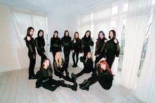 LOONA X X group promo photo (1)
