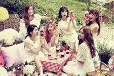 LABOUM Petit Macaron group photo