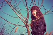 Dreamcatcher Siyeon Fall Asleep In The Mirror promo photo