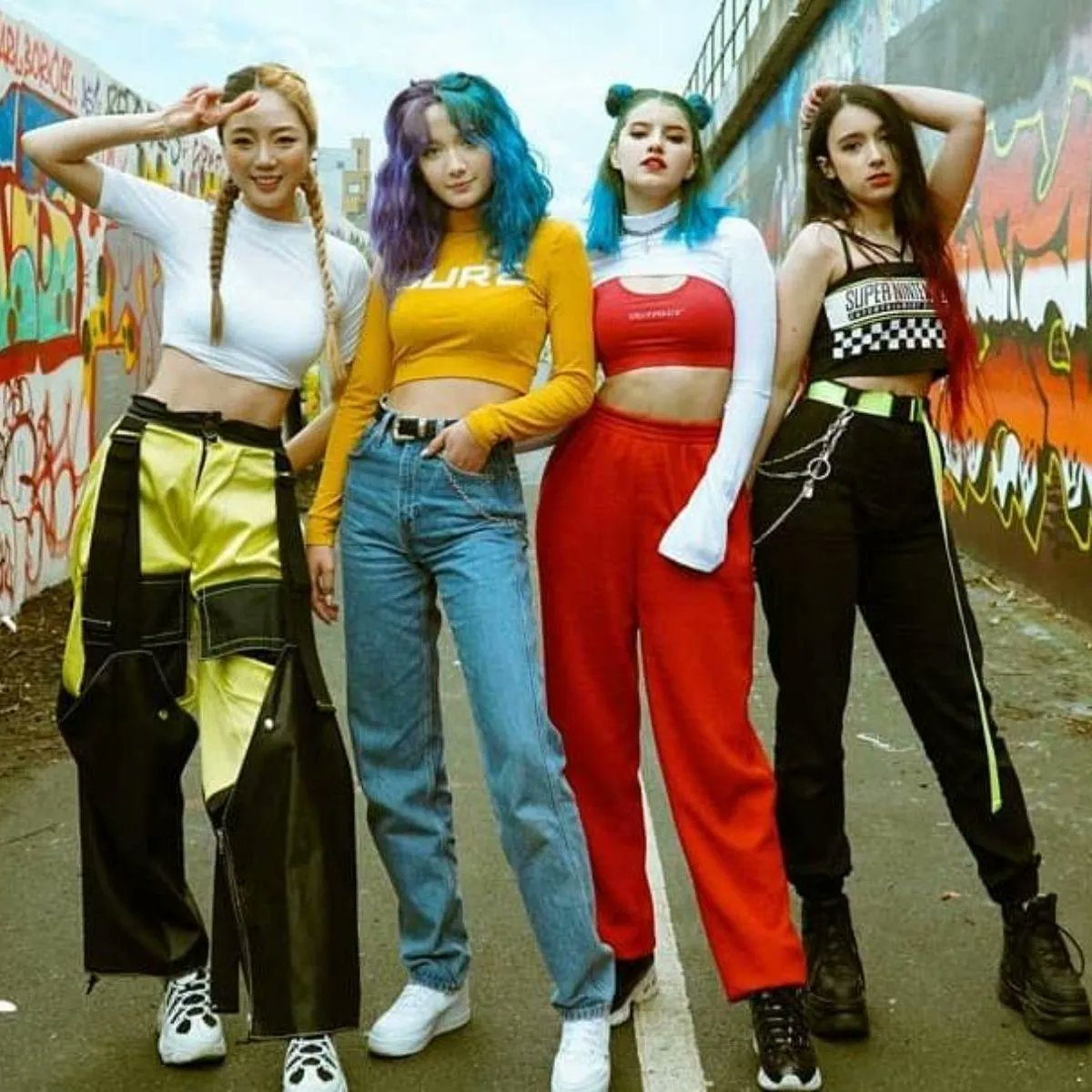 KAACHI releases its strength in a new comeback for Photo Magic MV