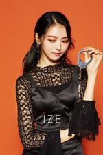 PRISTIN V Nayoung IZE Magazine June 2018 photo 2