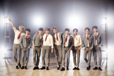 EXO Love Me Right group photo 2