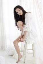 April Naeun Dreaming promotional photo