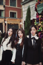 LOONA The Carol group photo 2