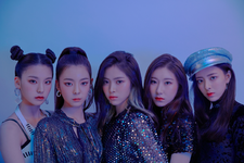 ITZY IT'z Different group promotional photo 3