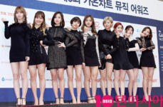TWICE 6th Gaon Chart Awards Red Carpet1
