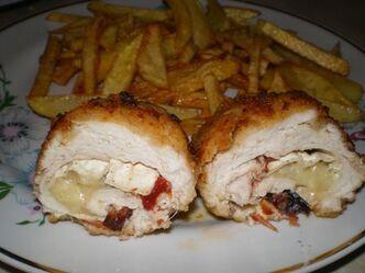 Kurczak-nadziewany-camembertem-i-suszonymi-pomidorami1