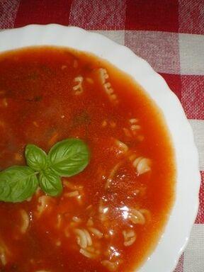 Zupa-pomidorowa-z-czosnkiem-i-bazylia