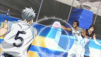 Mayuzumi passes the ball to Nebuya