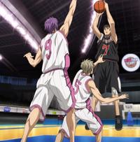 Murasakibara goes to block Kiyoshi