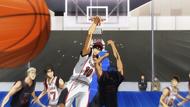 Kagami blokuje Aomine po raz drugi