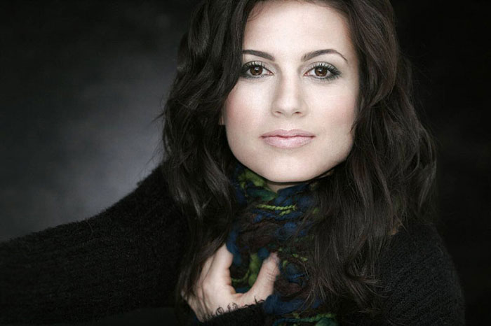 Leah Cairns net worth