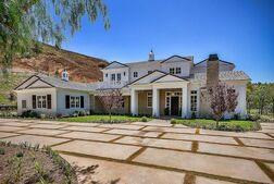 Kylie-jenner-6-million-mansion-house-home-hidden-hills-1-640x429