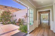 Kylie-jenner-6-million-mansion-house-home-hidden-hills-23-compressed