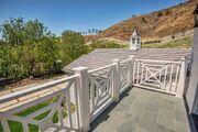 Kylie-jenner-6-million-mansion-house-home-hidden-hills-43-compressed