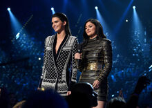 Kendall-and-kylie-jenner-billboard-music-awards-2015-on-stage-1431937265-700x497