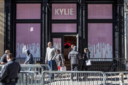 Kylie-jenner-the-kylie-shop-new-york-pop-up-tour-20
