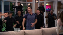 Donald Davenport and the dooley´s arrive in the Davenport´s Household (Lab Rats 3x20 Bionic Houseparty)
