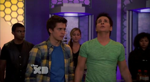 Chase and Donald are surprised to find that multiple bionic soldiers have Energy Trasference(Lab Rats 3x20 Bionic Houseparty)
