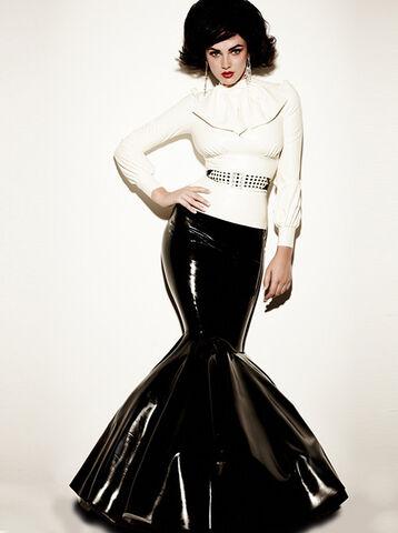 File:William Wilde - Duchess skirt from Madame Boucherie 2010 Collection.jpg