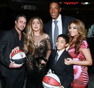 1-8-13 Attends Bulls Annual Charity Dinner 004