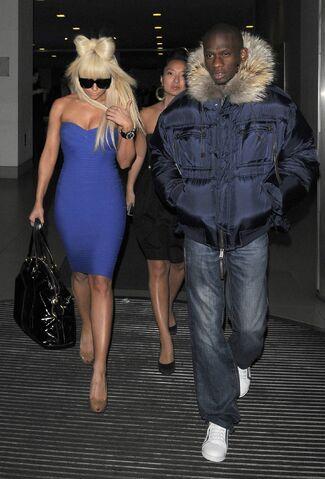 File:1-16-09 Leaving Hotel in London 001.jpg