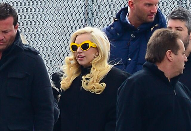 File:3-20-14 Leaving her apartment in NYC 003.jpg
