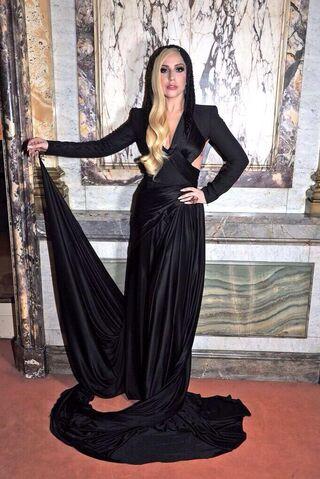 File:1-19-14 At Versace Fashion Show in Paris 003.jpg