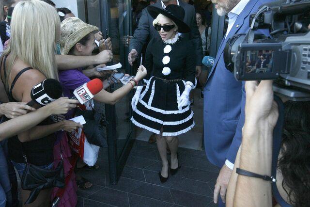 File:8-16-12 Leaving Hotel in Bucharest 001.jpg